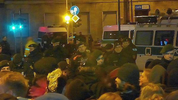 Dügida im März: Absurdes Polizei-Schmierentheater