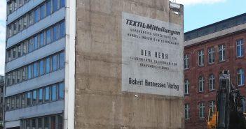 Nach über 40 Jahren sichtbar - die Reklame für den Hennessen-Verlag an der Kasernenstraße