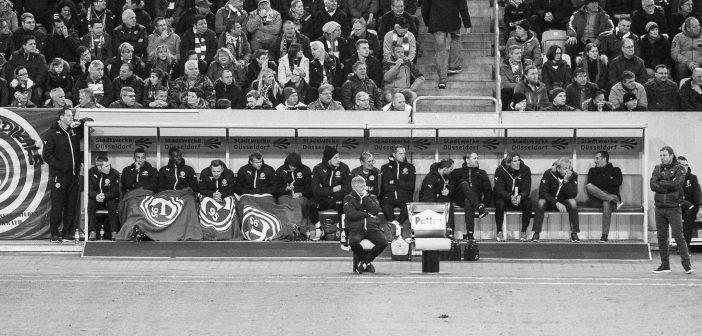 F95 vs Streifenesel - Trainer auf der Bank, ratlos