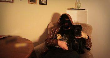 Degenhardt im Sessel mit Hund