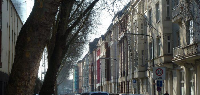 Gustav-Poensgen-Straße, gesehen aus Richtung Mintropplatz