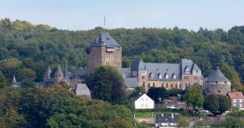 Scjhloss Burg (Foto via Wikimedia)