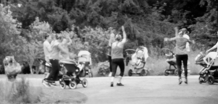 Bild der KW33: Mütterturnen im Park