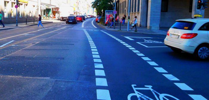 Die Fahrradspur auf der Friedrichstraße