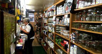 Haushaltswaren Ritzdorf: Hinter der Theke