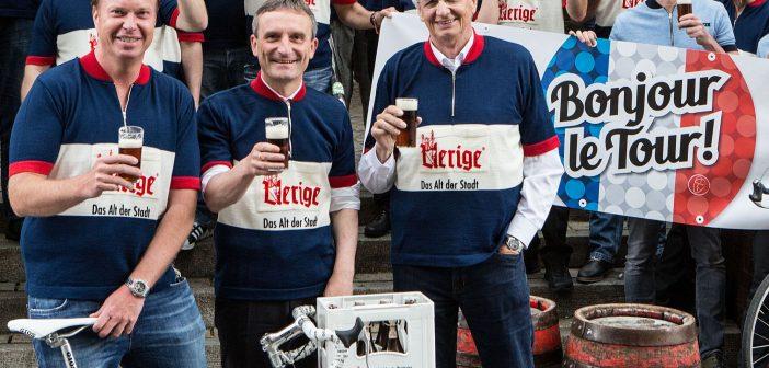 Günter Karen-Jungen (3. v.l.) am Rad und beim Bier