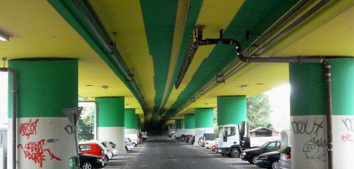 Unter der Brücke - Parkplatz in Heerdt