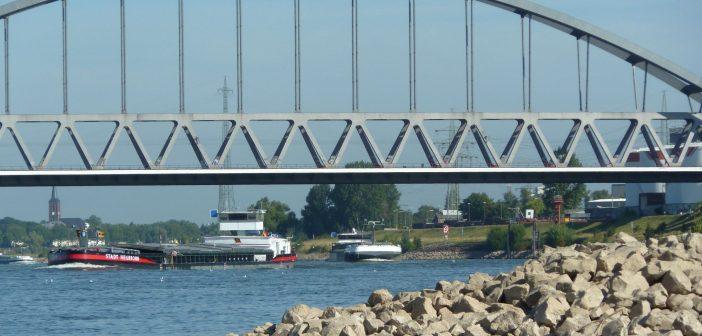An der Eisenbahnbrücke