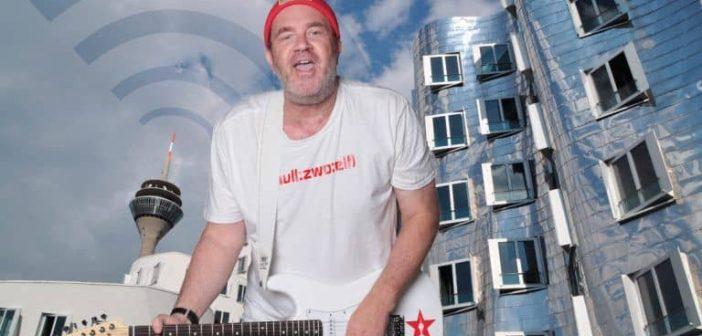 """Achim Schütz - Singer-Songwriter und Macher des Liebesliedes """"In Düsseldorf"""""""