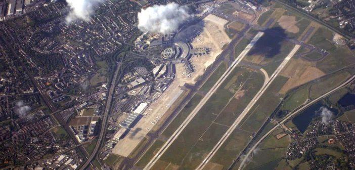 Luftbild: Der Düsseldorfer Flughafen zwischen Lichtenbroich und Kalkum