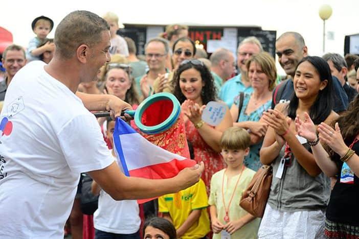 Lachen, schlemmen, tanzen auf dem Frankreichfest im Juli