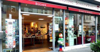 Die Buchhandlung Schulz & Schultz befindet sich in einem Eckhaus an der Geibelstraße/Ecke Grafenberger Allee