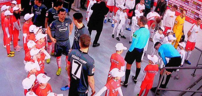 F95 vs Leipzig: Fußballer (links) und Söldner (rechts)