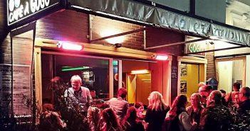 Draussen vorm Café à GoGo (Foto: Café à GoGo)