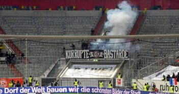 F95 vs Frankfurt - Auftritt mit Knalleffekt