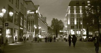 Bd31: Heinrich-Heine-Platz am Abend